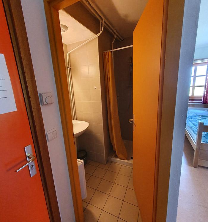 La douche de la chambre 4 de l'hospice du col du petit saint bernard