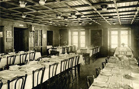 Salle à manger de l'hospice en 1900