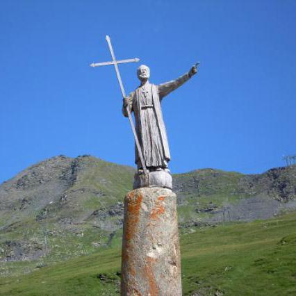 Colonne de Joux représentant Saint Bernard - patrimoine du col du petit saint bernard