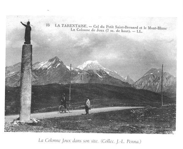 La Colonne Joux ( 7m. de haut) au Col du Petit Saint-Bernard (Collec. J.-L. Penna)
