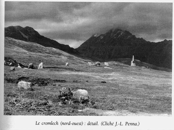 Le cromlech (nord-ouest) : détail. (Cliché de J.-L. Penna)