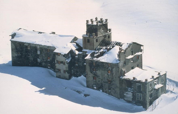L'hospice sous la neige en 1945